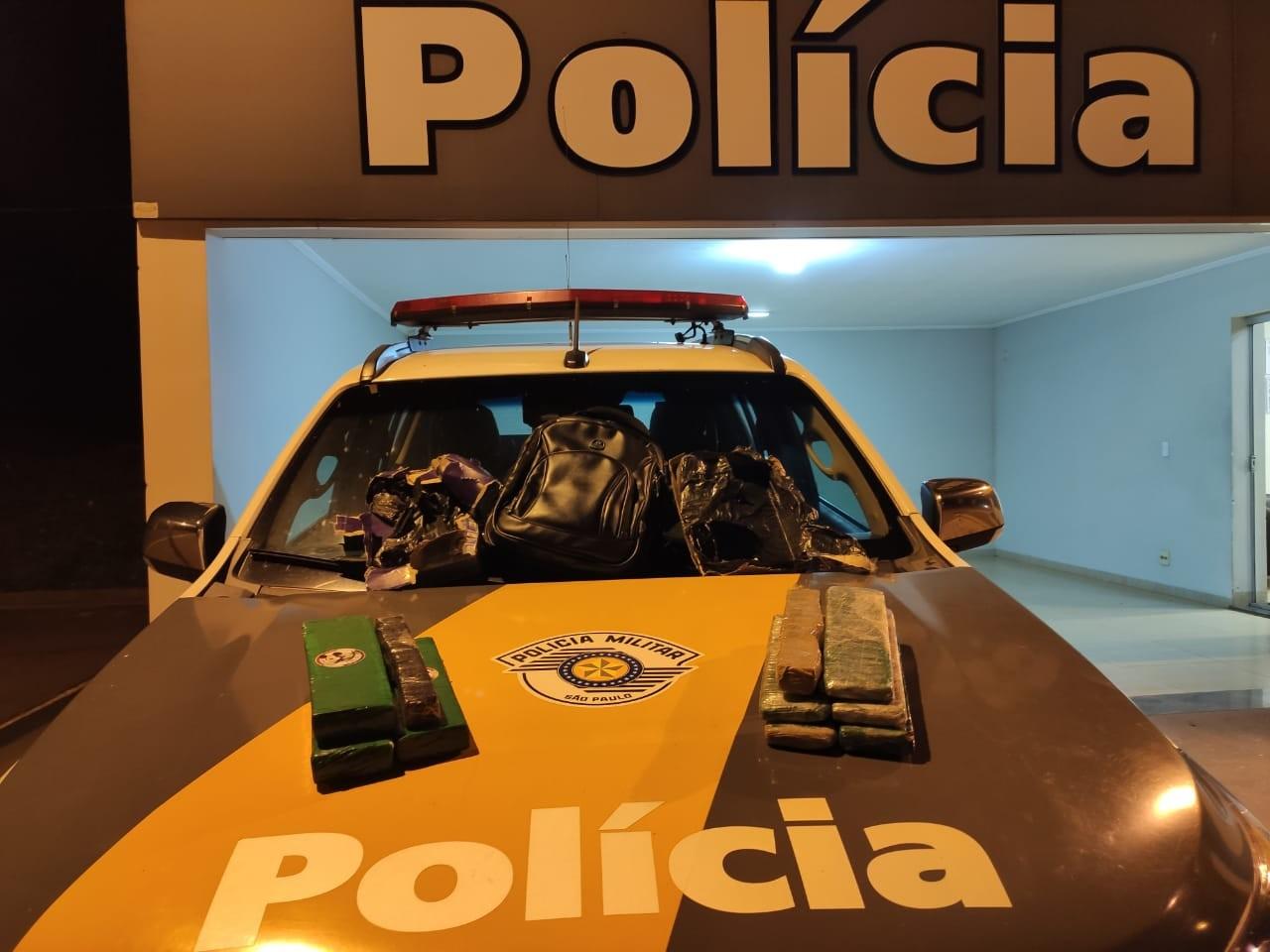 Fiscalização apreende maconha escondida em ônibus e jovem acaba presa por tráfico em Presidente Venceslau