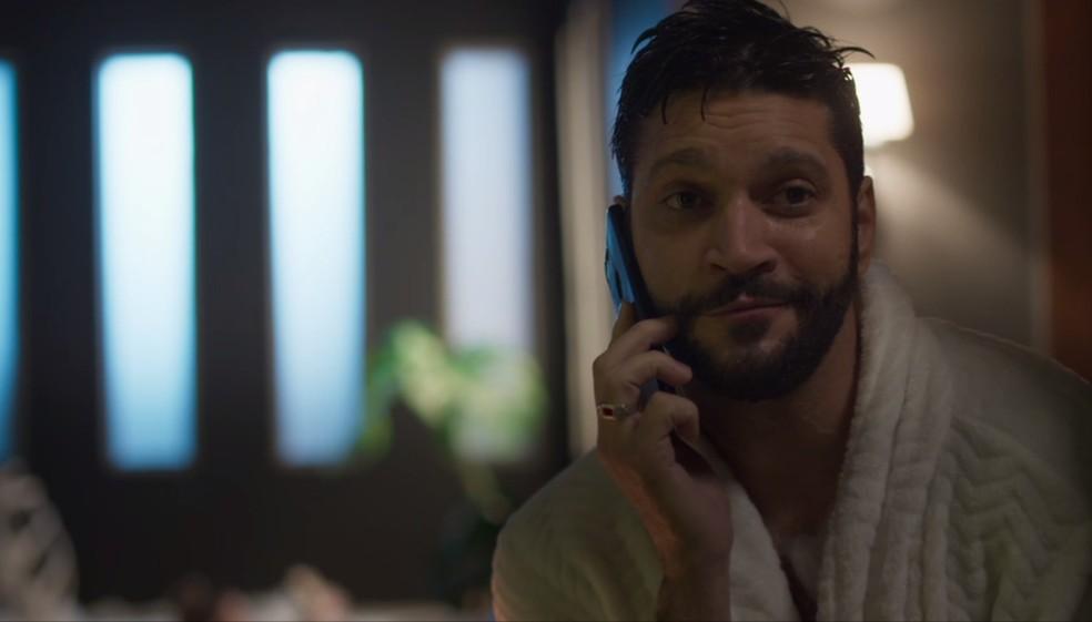 Diogo (Armando Babaioff) começa a pôr em ação um plano contra Marcos (Romulo Estrela) — Foto: Globo