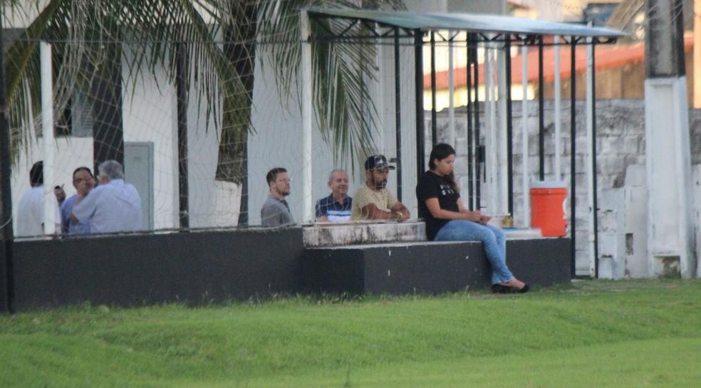Atacante Dalberto (de boné) não participou das atividades nesta quarta-feira (Foto: Diego Simonetti/Blog do Major)