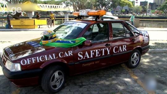 Adesivos, giroflex, sinalizador... Safety Car usado por Senna em 1993 é restaurado
