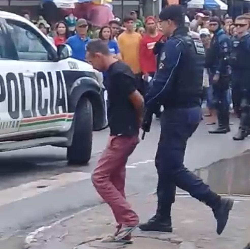 Criminoso foi preso em flagrante quando tentava assaltar banco em Caucaia — Foto: Arquivo pessoal
