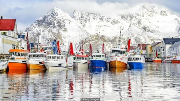 As raízes do dugnad remonta às antigas comunidades de pesca e agricultura da Noruega (Foto: Getty Images via BBC)