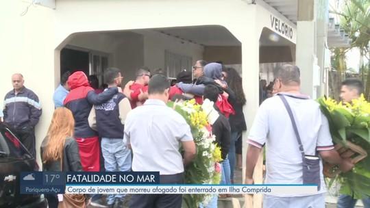 Corpo de jovem que morreu afogado é enterrado em Ilha Comprida