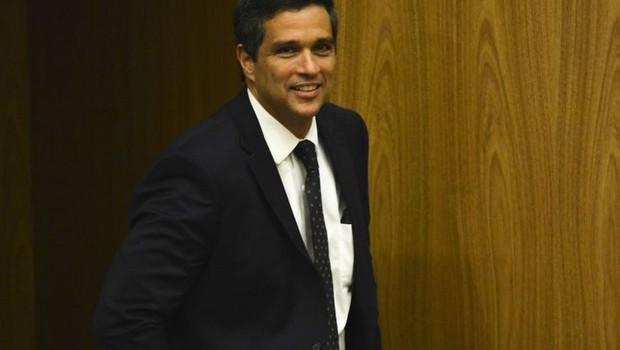 """Roberto Campos Neto: """"inovação tecnológica tem levado os bancos a digitalizar serviços, reduzindo os custos""""  (Foto: Arquivo/Fabio Rodrigues Pozzebom/ via Agência Brasil)"""