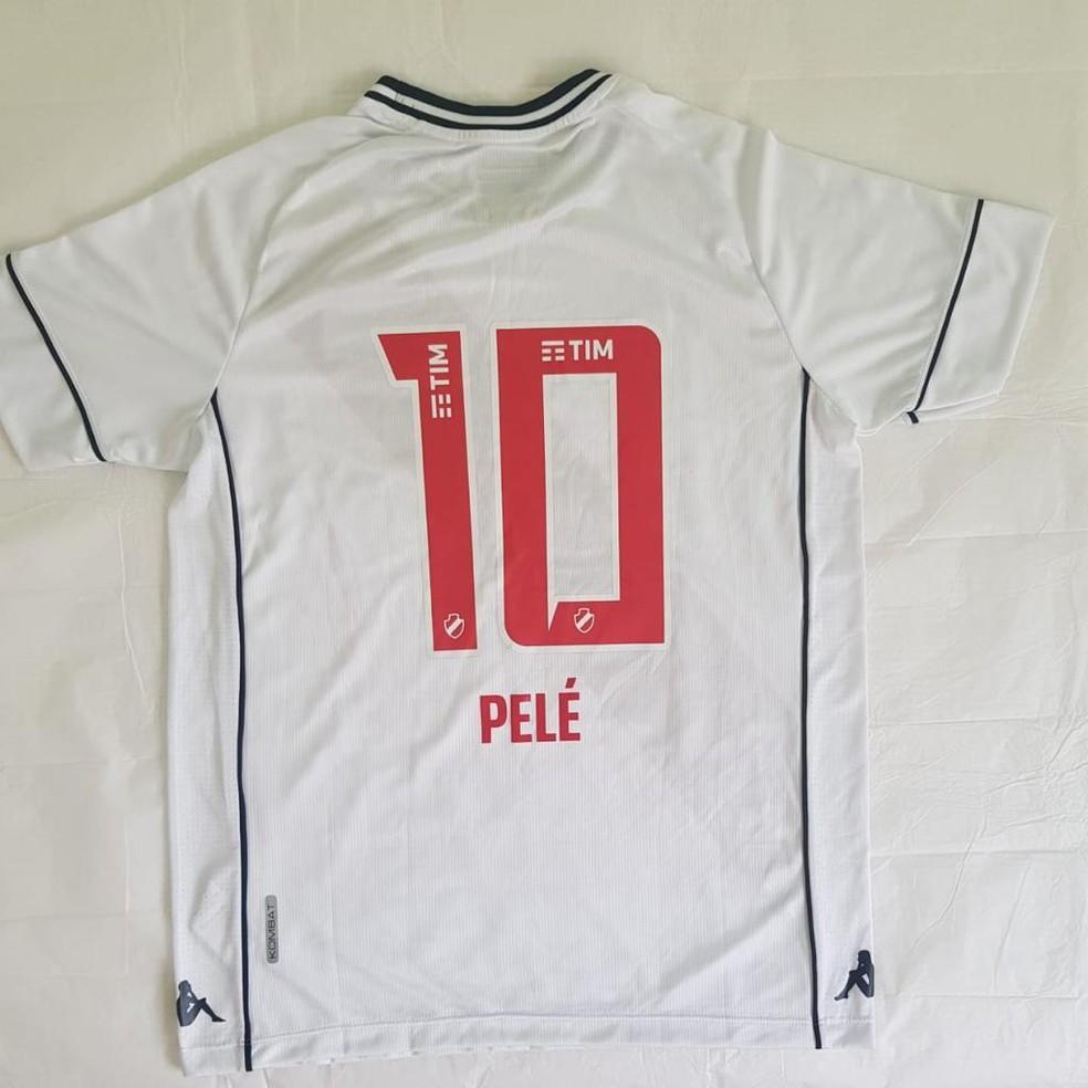 Pelé também ganhou duas camisas personalizadas do Vasco — Foto: Divulgação