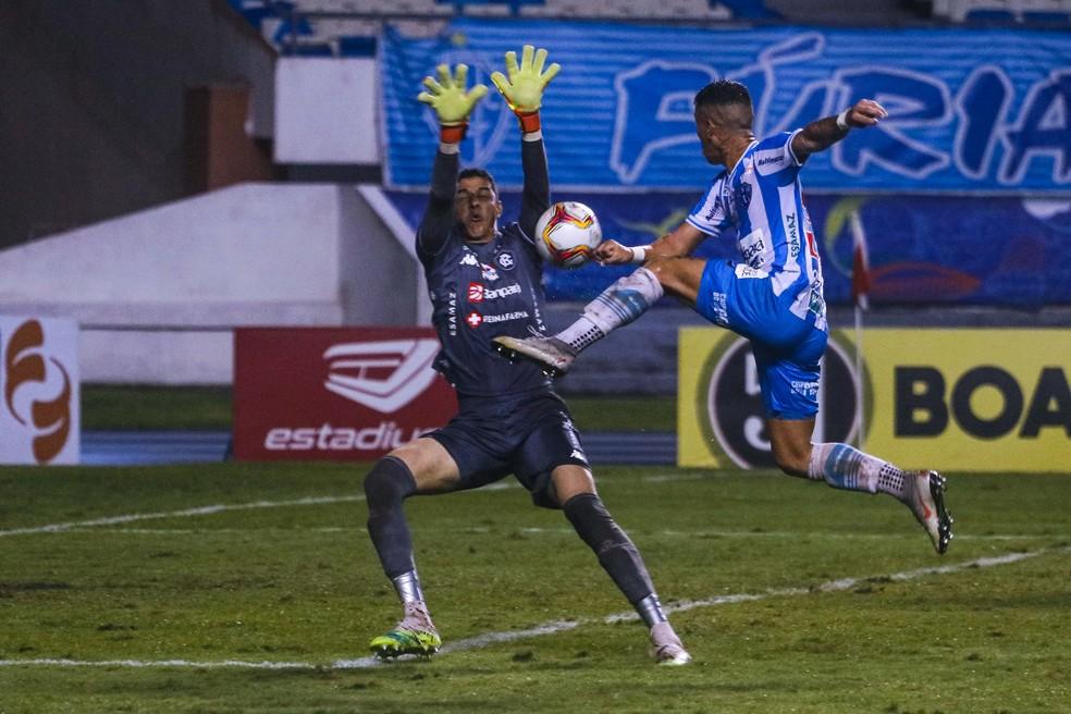 Vinícius fechou o gol do Remo contra o Paysandu e garantiu a vitória azulina no clássico — Foto: Jorge Luiz/Paysandu