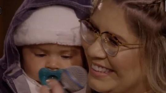 Marília Mendonça se emociona com participação do filho em live de 5 anos de carreira