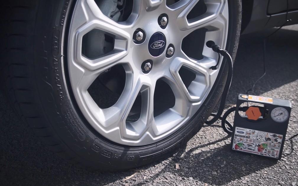 Compressor elétrico é item alternativo obrigatório para compensar ausência de estepe — Foto: Reprodução/Ford