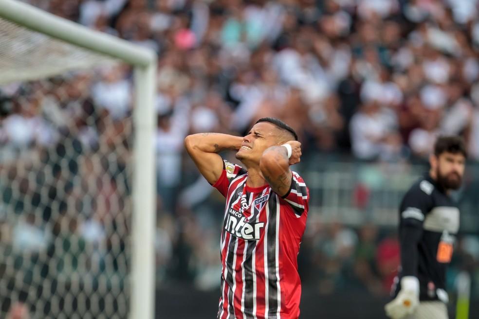 Everton lamenta chance de gol defendida por Fernando Miguel — Foto: Ide Gomes/Estadão Conteúdo