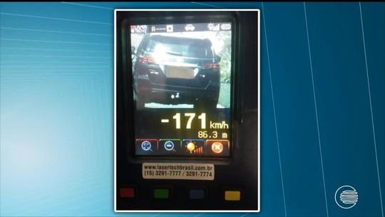 PRF flagra veículos trafegando a mais de 170 km/h em estradas do Piauí