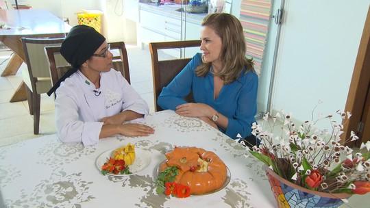 Vencedora do 'Minha receita' 2011 faz  receita de camarão na moranga