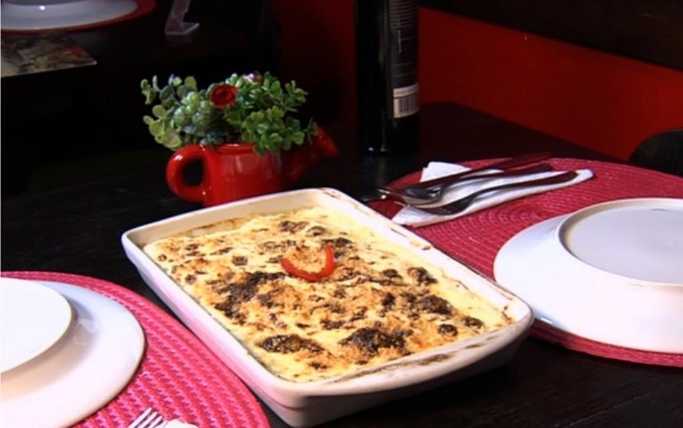 -  Bacalhau com nata faz sucesso em restaurante de Goiânia  Foto: TV Anhanguera/Reprodução