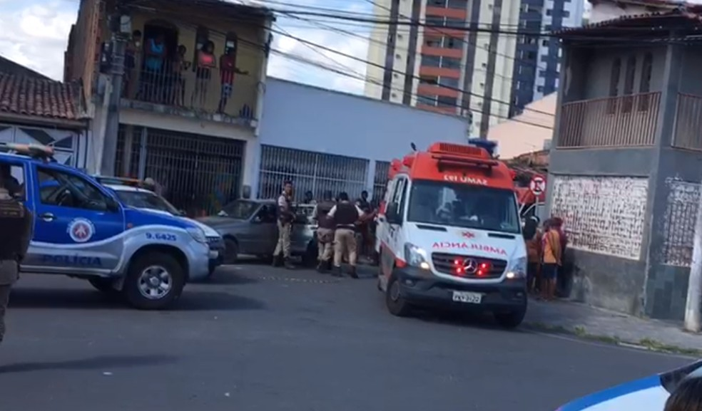Homem é morto a tiros e enteada de 12 anos fica ferida por dupla em moto em Feira de Santana, na Bahia — Foto: Arquivo Pessoal