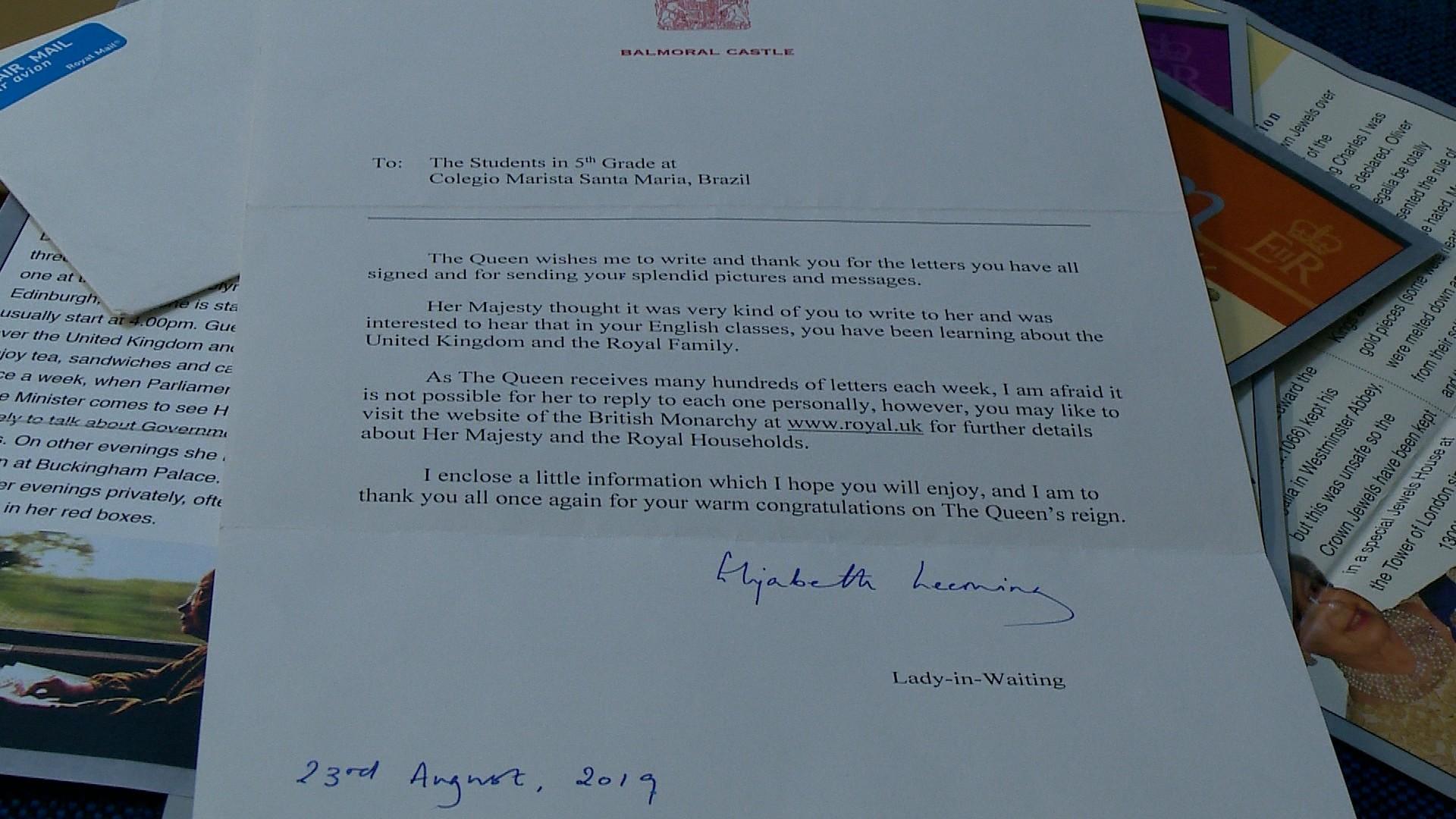 Alunos de Santa Maria recebem carta da rainha da Inglaterra - Notícias - Plantão Diário