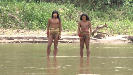 #TBT: Profissão registrou contato raro de índios na Amazônia peruana
