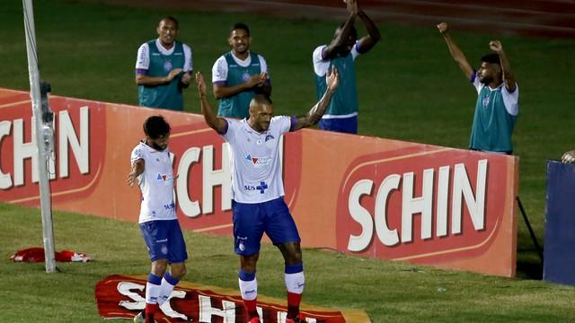"""""""Mascarado"""", Bahia goleia o Náutico na retomada da Copa do Nordeste e avança como 2º do Grupo A"""