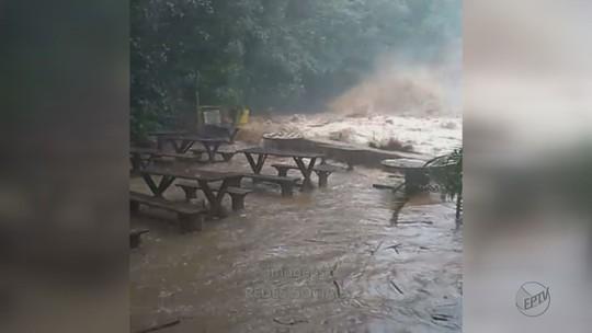 Chuva forte em Analândia e Pirassununga causa alagamentos e queda de árvores
