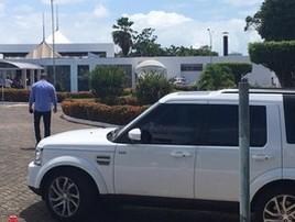 Ivete acompanha a cremação do corpo do irmão em Salvador (Alan Oliveira/G1 Bahia)