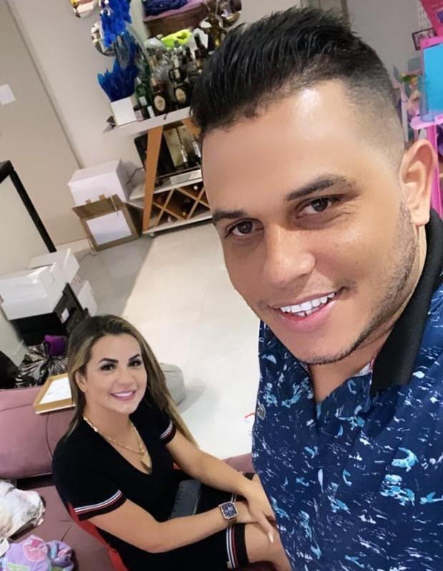 Deolane Bezerra com Fabio, da Fabinho Alianças (Foto: Arquivo pessoal)