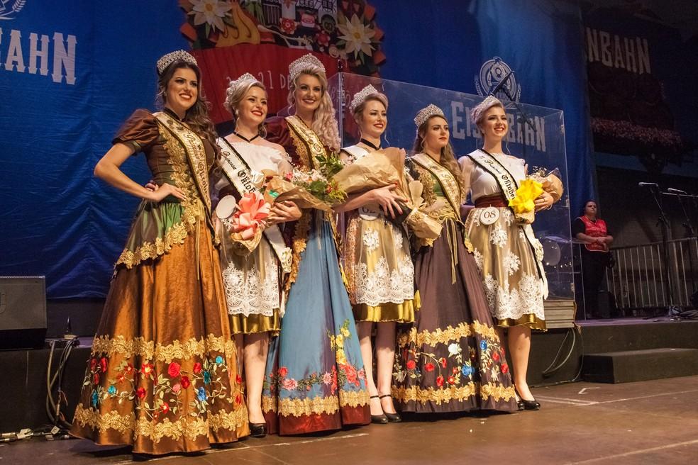 Realeza da festa em 2017 chegou a entregar títulos à rainha e princesas de 2018 (Foto: Leo Laps/Divulgação)