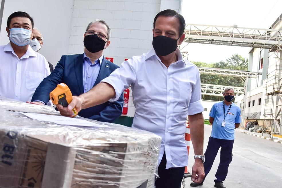 Governador de SP, João Doria (PSDB), acompanhou liberação de novo lote  — Foto: ROBERTO CASIMIRO/FOTOARENA/ESTADÃO CONTEÚDO