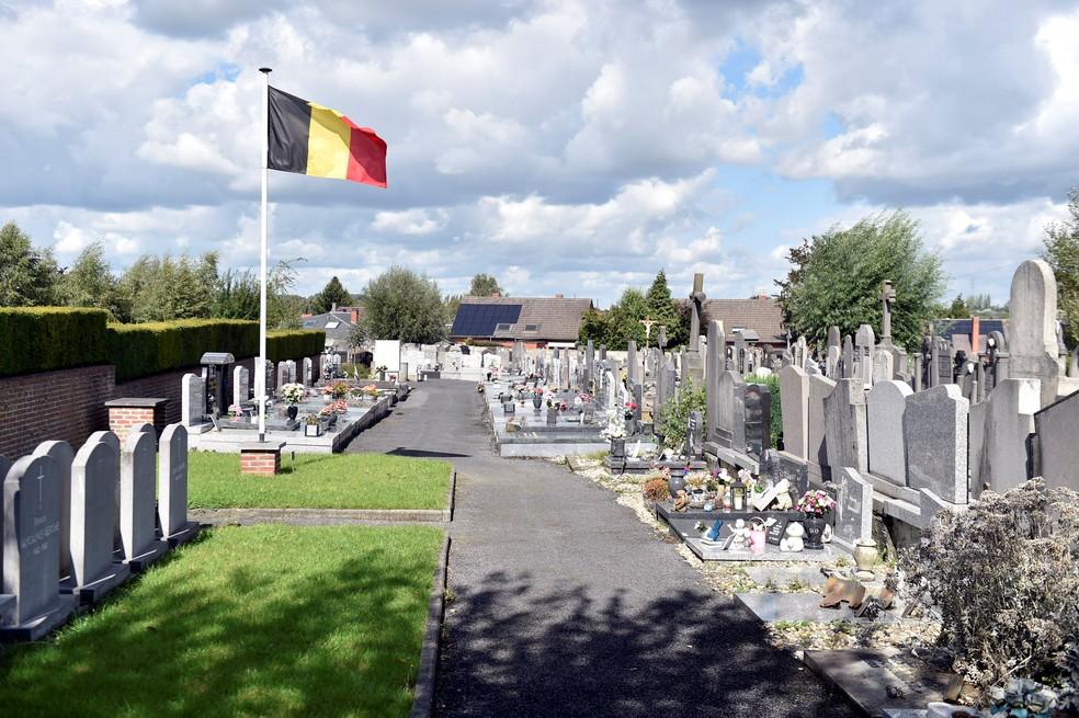 Cemitério onde prefeito de Mouscron, Alfred Gadenne, foi encontrado morto (Foto: Eric Vidal/Reuters)