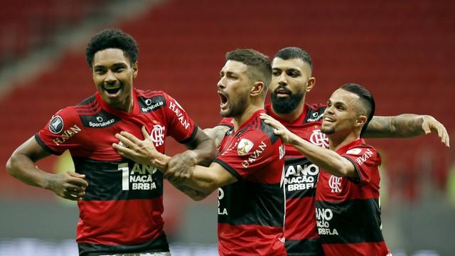 Vitinho comemora em Flamengo x Defensa y Justicia