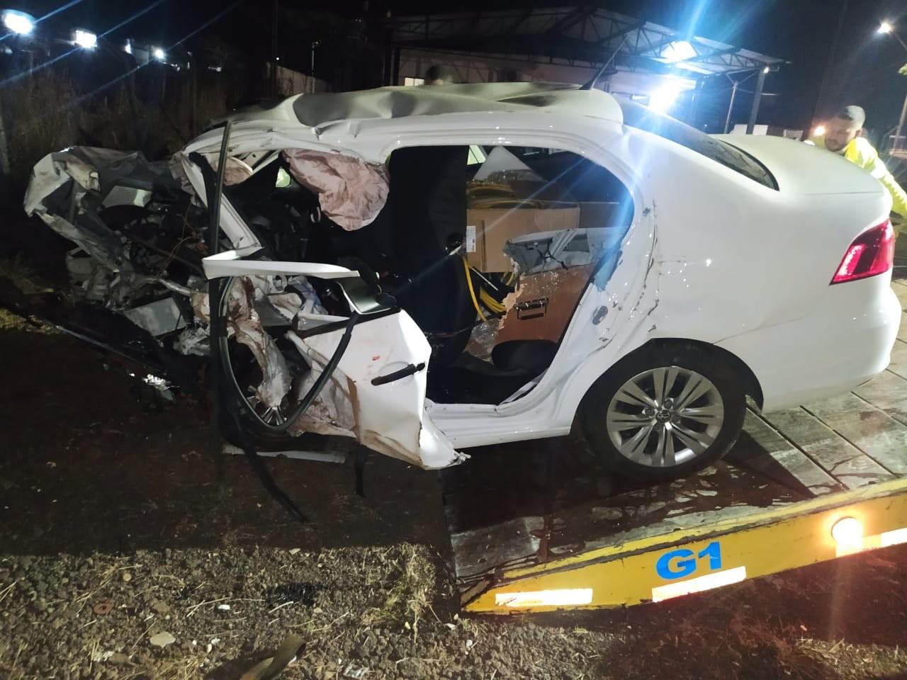 Adolescente e homem morrem em batida entre dois carros na PR-444, em Mandaguari