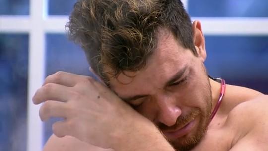 Que dó! Cézar Lima explica por que chorou cozinhando feijão, no BBB15