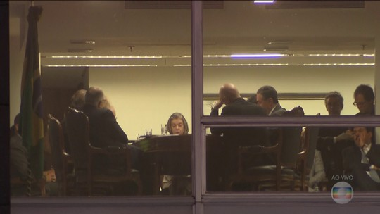 Ministros do STF decidem reajustar os próprios salários em 16,38%