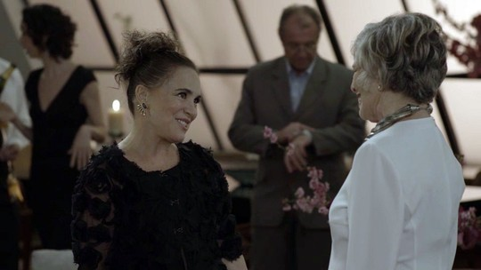 Regina Duarte vai à festa de Sabine