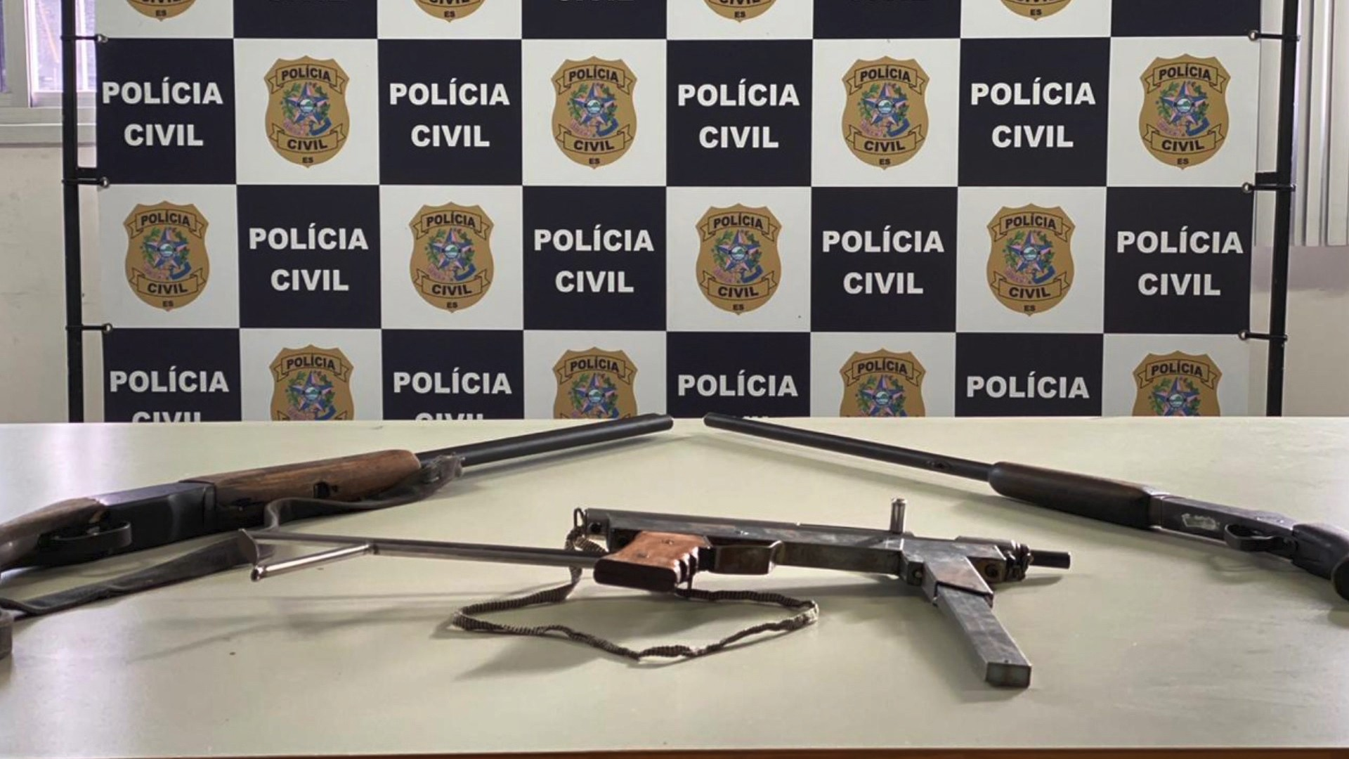 Jovem é preso com armas pesadas em casa na Serra, no ES