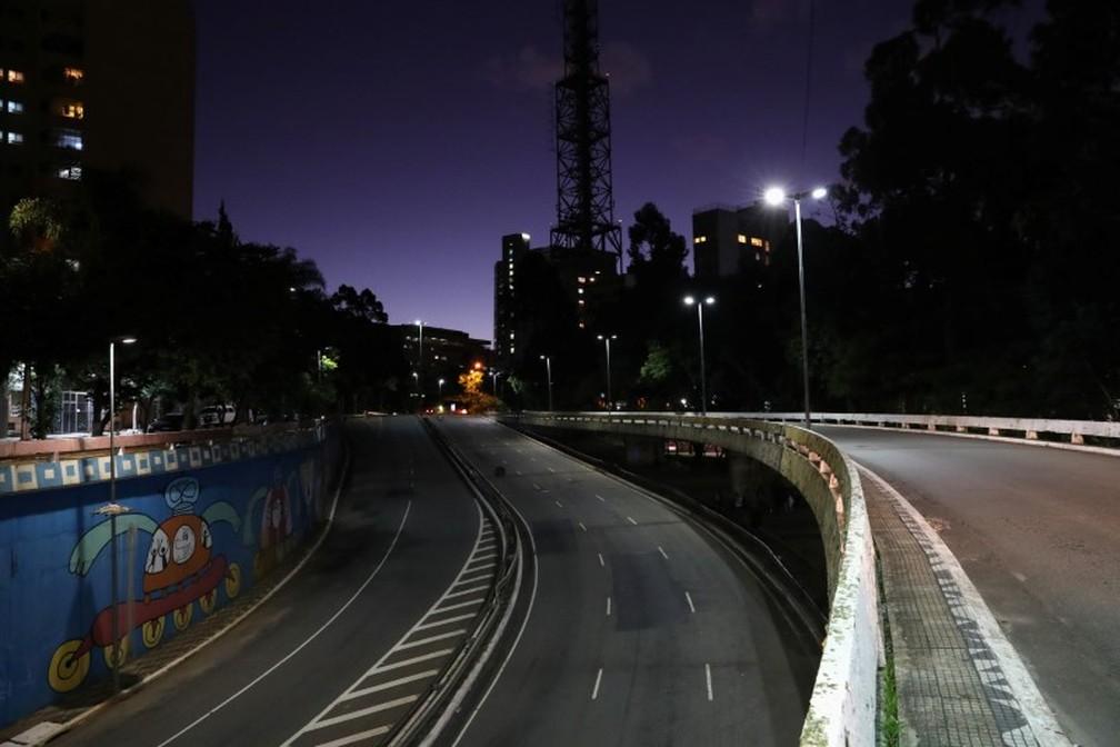 24 de março: Avenida vazia em São Paulo, que está em quarentena — Foto: REUTERS/Amanda Perobelli