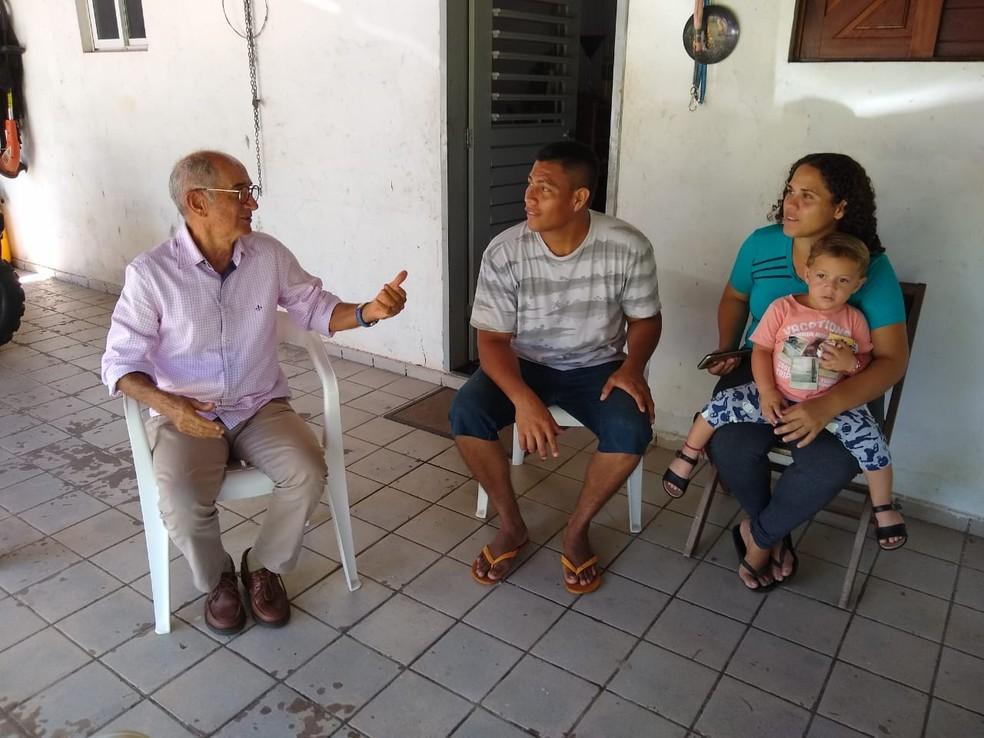 Família de venezuelanos foi contratada por empresário potiguar  — Foto: Igor Jácome/G1