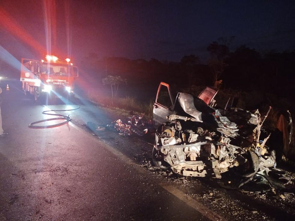 Cinco pessoas que estavam no carro morreram após acidente na rodovia Padre Manoel da Nóbrega, SP. — Foto: Divulgação/Polícia Rodoviária