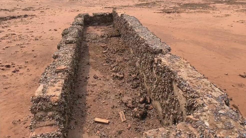 Seca 'revelou' ruínas da antiga cidade de Rubineia — Foto: Arquivo pessoal/Tv Tem