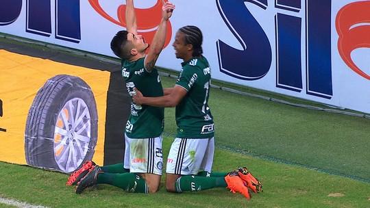 De cabeça, Willian empata o jogo para o Palmeiras