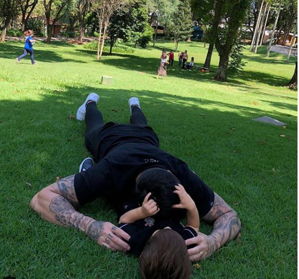 Rodrigão e Rodriguinho no momento pai e filho (Foto: Reprodução Instagram)