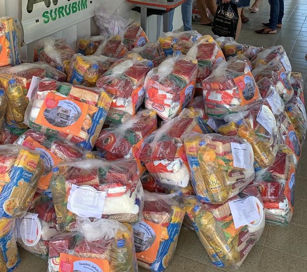 Caravana solidária entrega cestas básicas em Surubim, no Agreste — Foto: Sesc Pernambuco