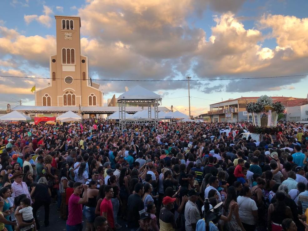 Fiéis foram até Santa Cruz, no interior do RN, para a procissão de Santa Rita de Cássia (Foto: Ranniery Sousa/Inter TV)