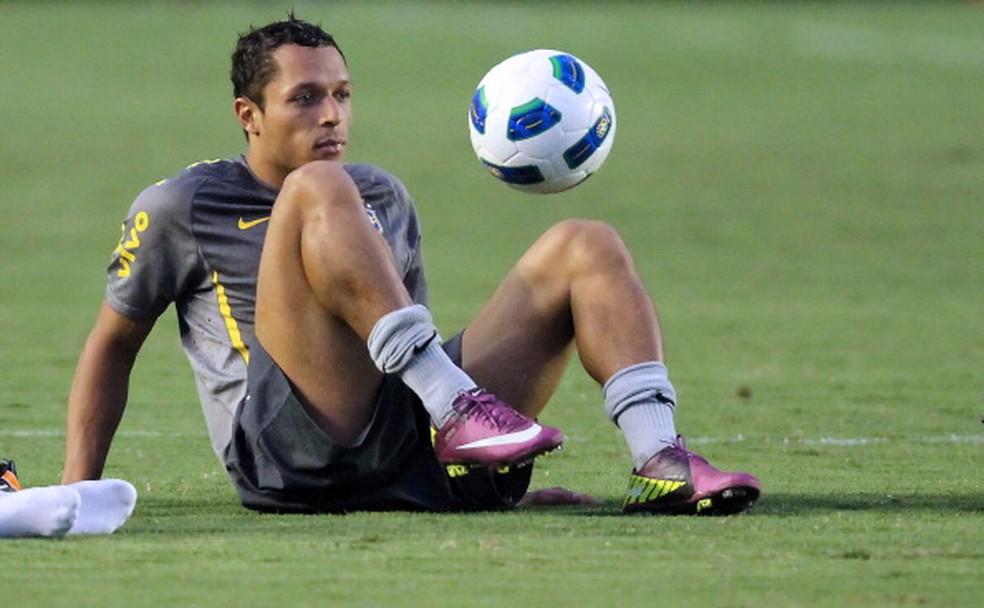 Adriano foi convocado para seleção brasileira algumas vezes, mas não por Tite (Foto: JEFFERSON BERNARDES/AFP/Getty Images)