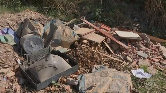 Motoristas reclamam de lixo jogado à beira de estradas na região
