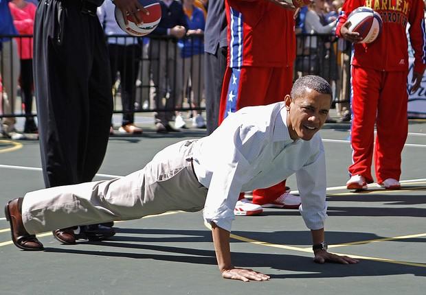 O presidente dos Estados Unidos, Barack Obama fazendo flexões em evento na Casa Branca (Foto: Chip Somodevilla/Getty Images)