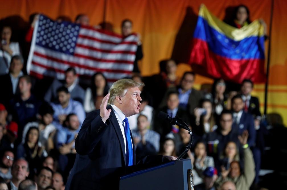 Donald Trump discursa diante de imigrantes venezuelanos em Miami — Foto: Kevin Lamarque/Reuters