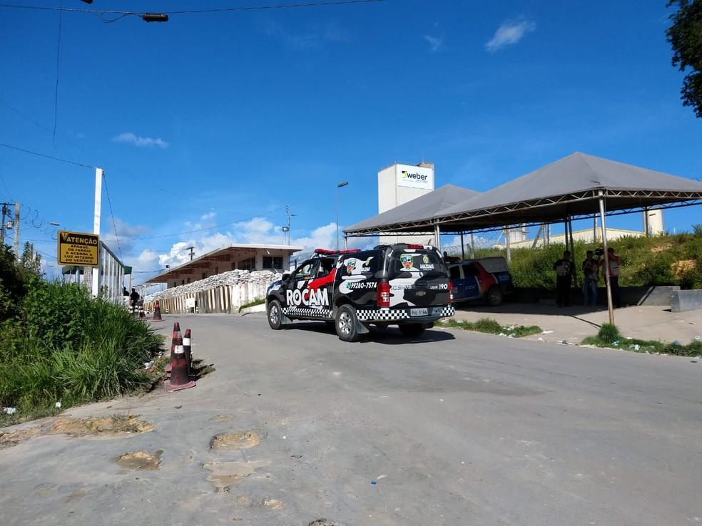 Entrada do complexo penitenciário nesta segunda-feira (27) — Foto: Ive Rylo/G1 Amazonas