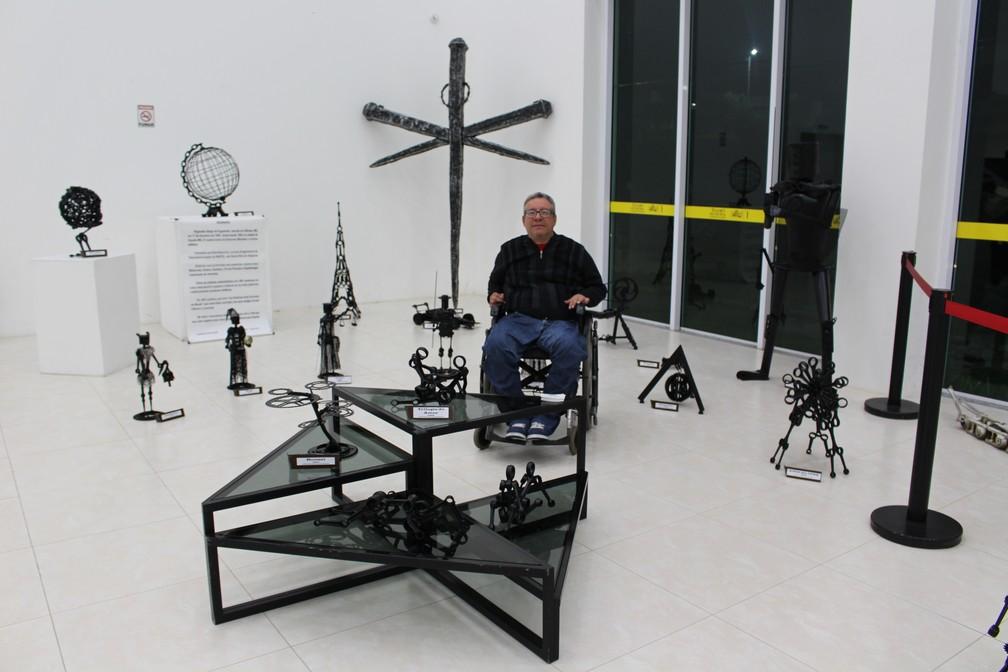 -  Reginaldo Figueiredo faz esculturas metálicas a partir de peças de motos e bicicletas  Foto: Divulgação / Prefeitura Municipal