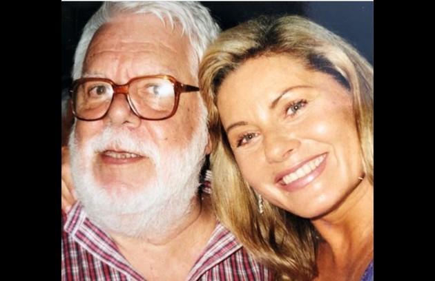 Numa das fotos, ela está ao lado do autor Manoel Carlos (Foto: Reprodução/Instagram)