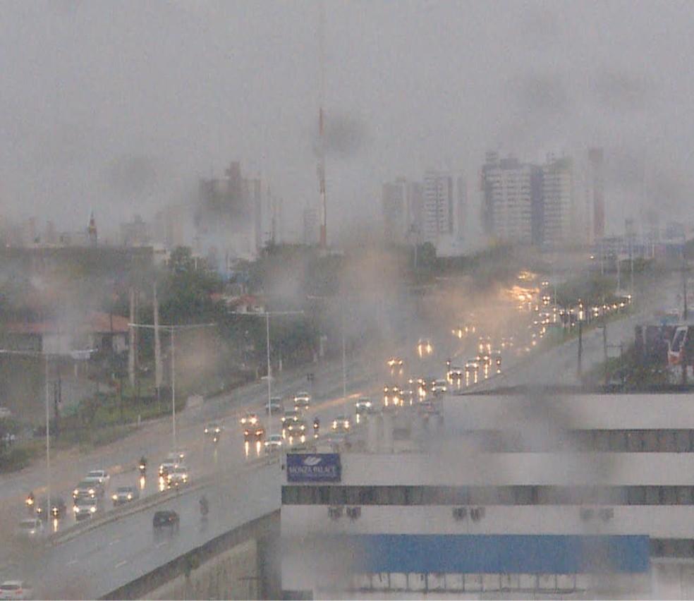 BR-101 tem trânsito lento na manhã desta terça (10) em Natal (Foto: Inter TV Cabugi/Reprodução)