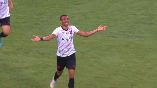 Análise: meio de campo some e ataque segue em baixa em dia de derrota e vaias para o Fluminense
