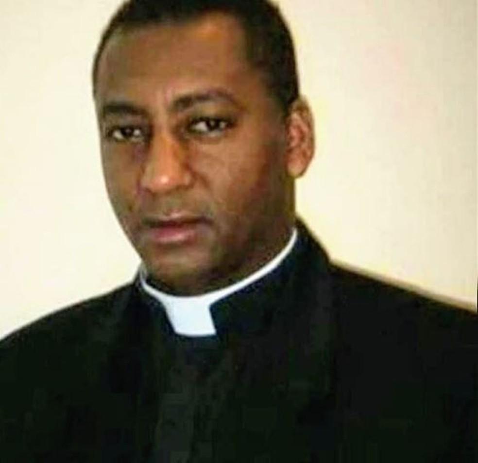 Padre João da Silva, de 52 anos, vítima do novo coronavírus  — Foto: Facebook/Reprodução